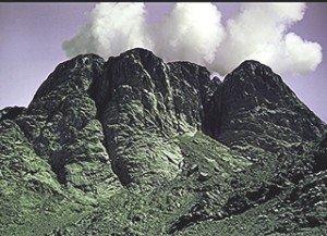 Montagnes-Sinaï-dans les nuées