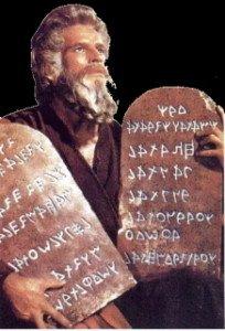 Rel-Moïse portant les Tables de la Loi